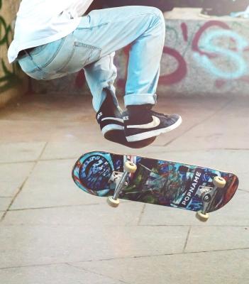 skateboarder-2373728_1920